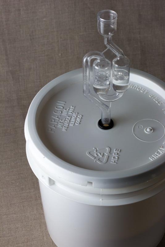 Plastic bucket airlock
